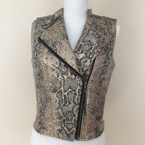 Like New!! Beautiful Guess jacket